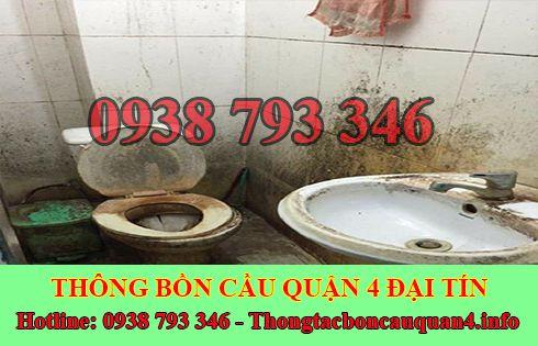 Thợ sửa bồn cầu nhà vệ sinh bị nghẹt tại Quận 4 của Đại Tín